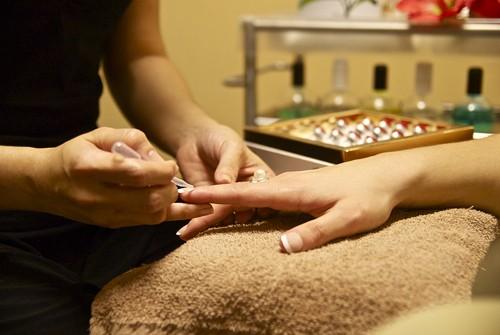 Esmaltado semipermanente: uñas brillantes y sanas durante semanas spa21