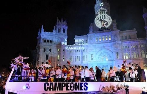 Cortes de tráfico este jueves por la celebración de la Liga del Real Madrid el real madrid llego a la plaza cibeles en autobus