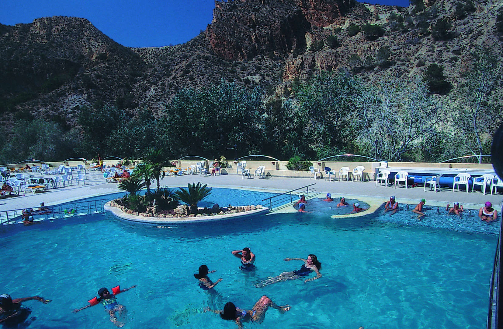 Zona retiro el balneario de archena destino vacacional for Piscina archena