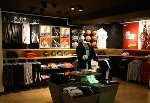 Vacaciones lana Interpretación  Nike inaugura una tienda de 700 metros cuadrados en la calle ...