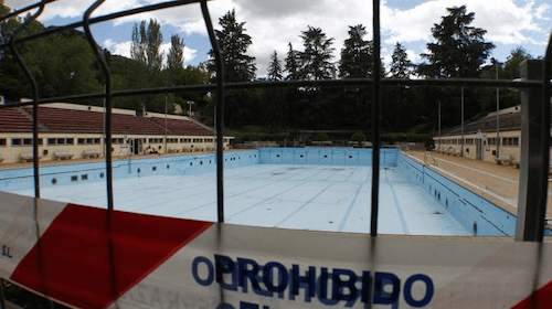 Zona retiro las piscinas p blicas de madrid abren al for Piscina publica madrid